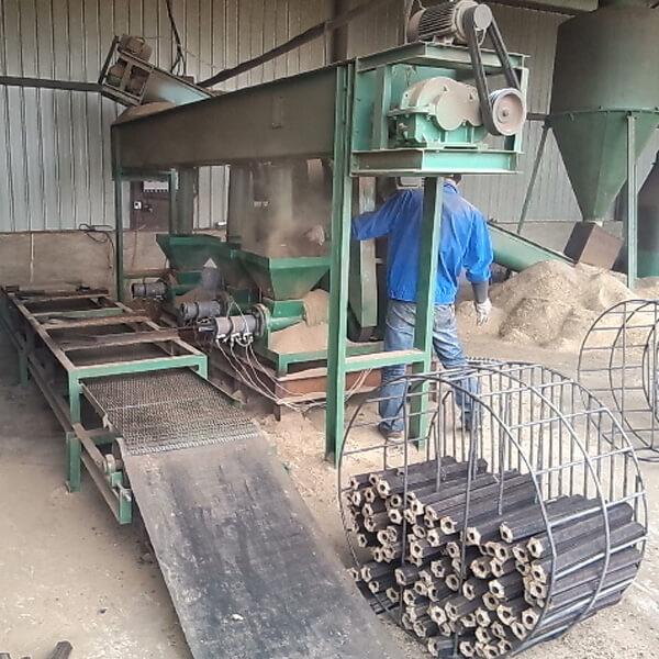 Make charcoal from bamboo wastes
